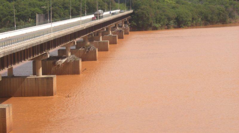 Durch Dammbruch von Mariana verseuchter Fluss Rio Doce. Foto: Christian Russau (März 2016)